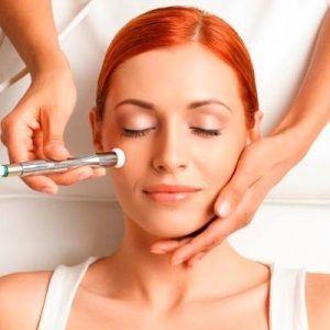علاج الأمراض الجلدية للبقع الداكنة على الوجه
