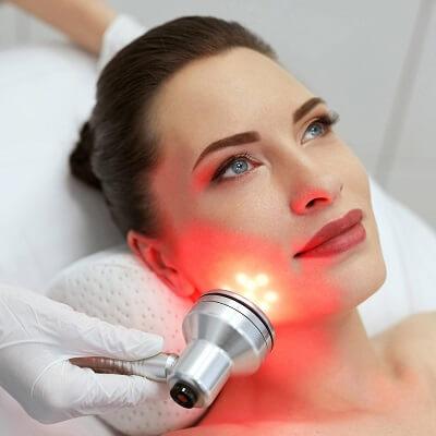 علاجات للوجه بالضوء LED في دبي وأبو ظبي كولاجين الضوء الأحمر